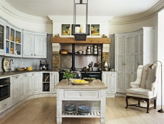 Rustikale küchen insel holz landhausstil vintage sessel
