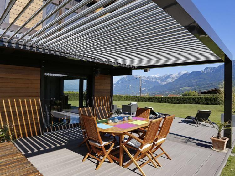 moderne Pergola von Biosun überdacht die Holzterrasse Haus - moderne holzterrasse idee auseneinrichtung