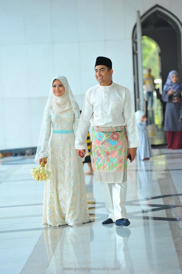 I love Malaysian Muslim wedding ceremonies  dress