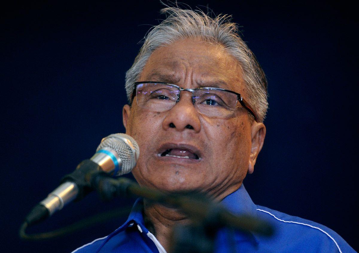 Hasan Malek ingatkan Dr Mahathir, 'Melayu mudah lupa' - http://malaysianreview.com/123575/hasan-malek-ingatkan-dr-mahathir-melayu-mudah-lupa/