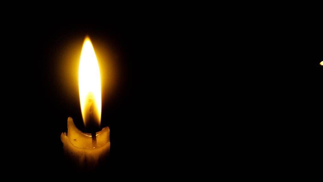 lebih baik menyalakan lilin dari pada mengutuk kegelapan cahaya