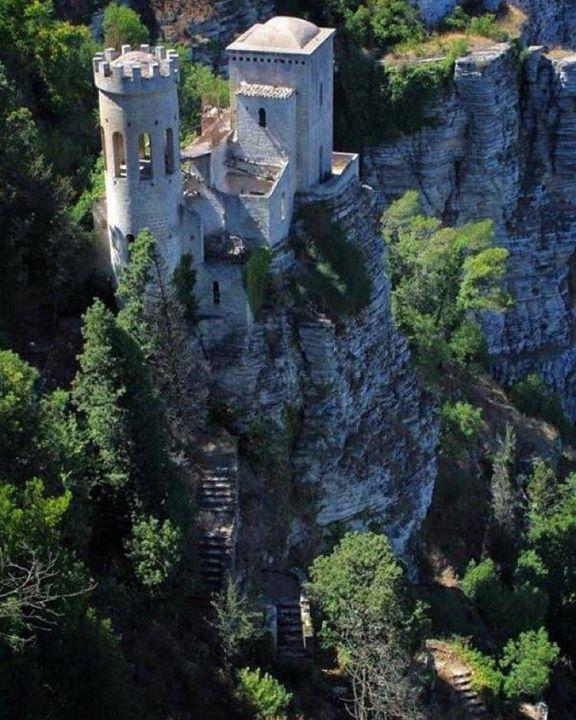 Abandoned Castle in Sicily #allabandoned by allabandoned https://instagram.com/p/-Y0-dzvvGU/ #Flickr via https://instagram.com/hotelspaschers #TeamFollowLive
