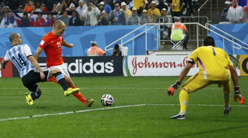 Mascherano evito el gol a Robben. Grande JEFE