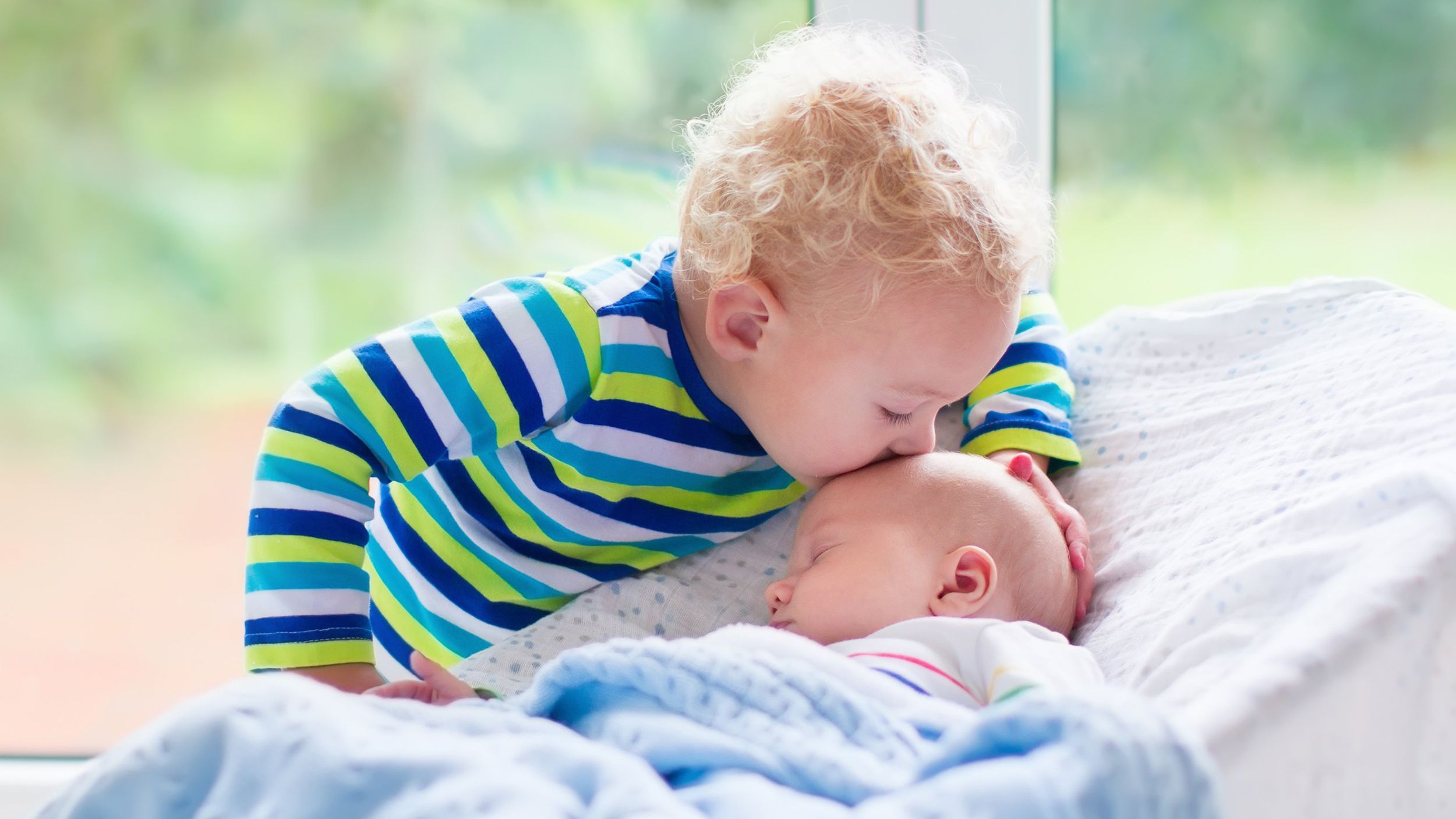 Birth order doesn't affect personality, but it does set certain siblings up for more success, new research has found.