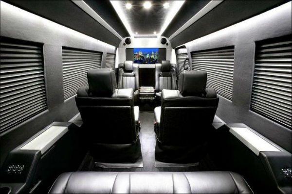 Mercedes sprinter van interior mercedes benz sprinter for Mercedes benz sprinter luxury conversion vans