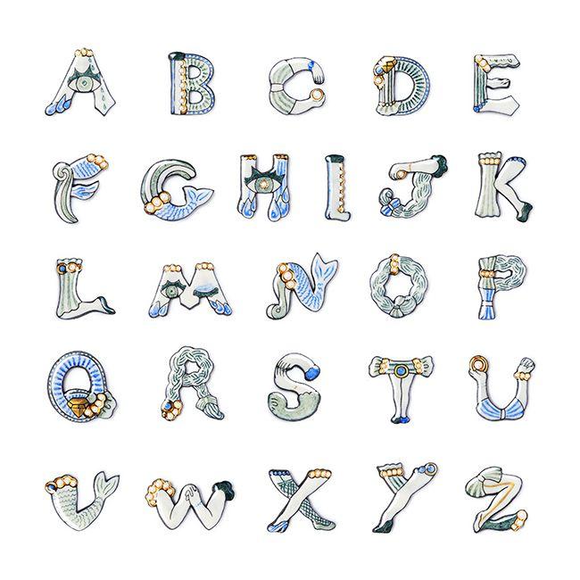 アルファベット ブローチ アルファベット文字のデザイン 刺繍 図案 フェルト刺繍