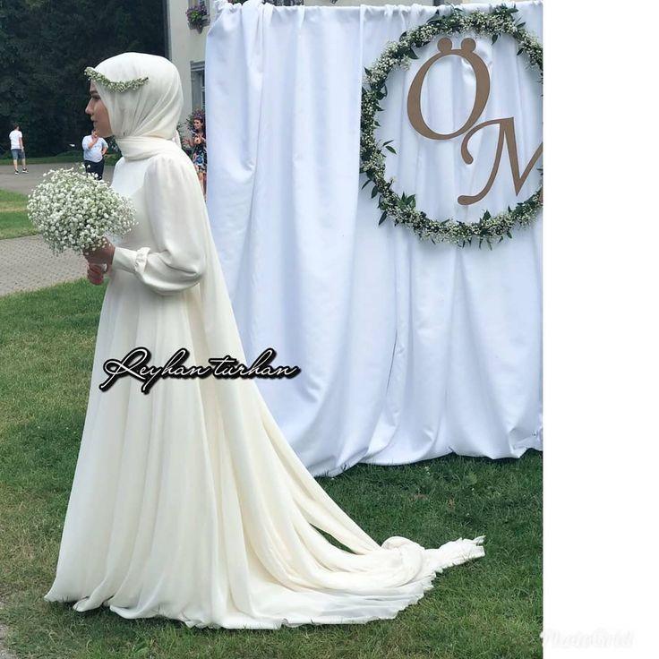 Fur Ihr Hochzeitskleid Und Hochzeitspflanzen War Sie Mit Ihrem Verlobten Zufrieden Hochzeit Und Braut Hochzeitskleid Muslimische Brautkleider Hijab Braut