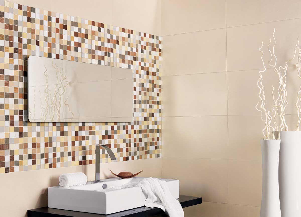 base de azulejos en color crema y de azulejos en tonos tierra y