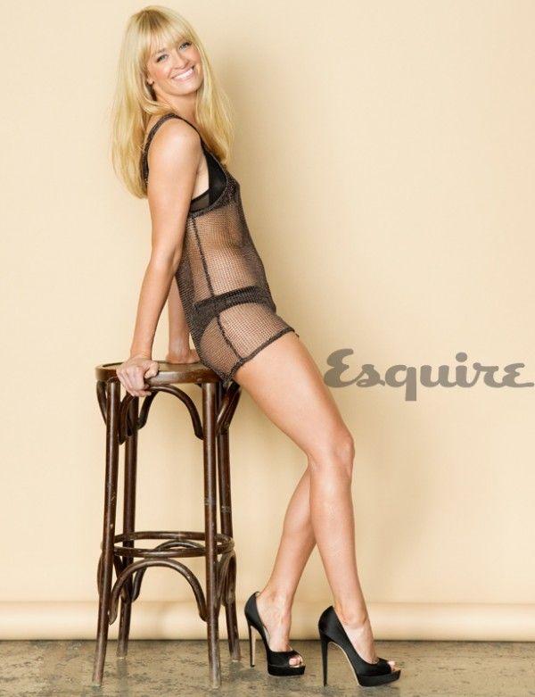 Beth Behrs Bikini Beth Behrs De Two Broke Girls Para Esquire