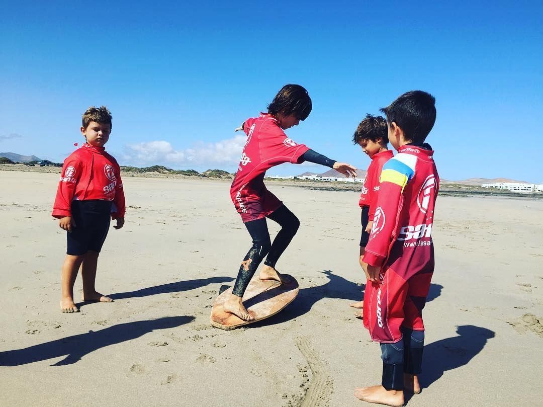 Esperando impacientes para empezar a trabajar con los más pequeños de #lanzarote  transmitir pasiones a los más peques !!! Súper gratificante !!! No se lo piensen más y apunten este verano al más pequeño de la casa a los #campamentos de surf con la #escuela #oficial de @lasantasurf @lasantaprocenter . #surferslanzarote #surflanzarote #lanzarotesurf #surfcamp #campamentosdesurf #escuelaoficial #surfschool #surfkids #surfparaniños #surfcamplanzarote #like4like #likeforlikeback #megusta…