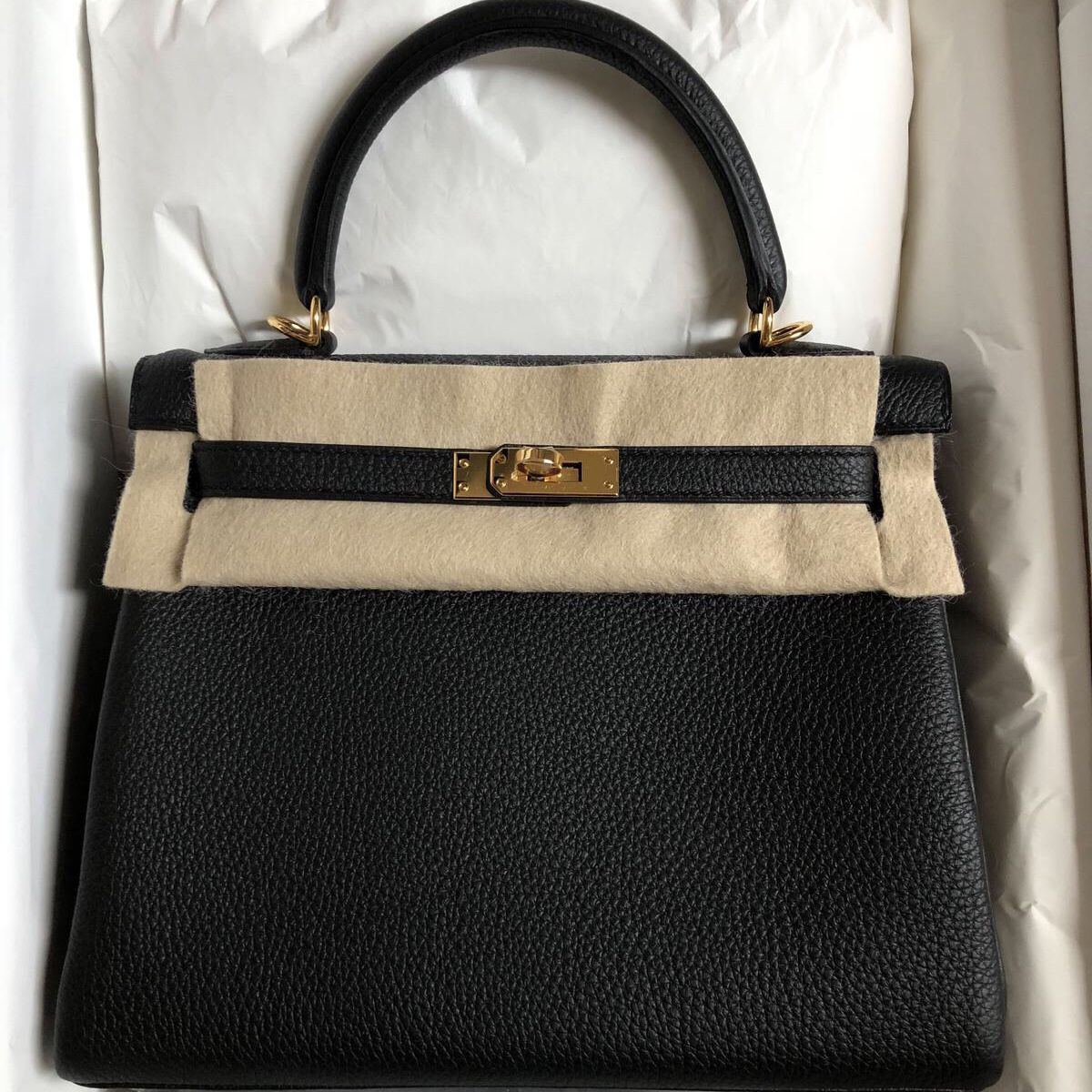 5739d9a1917b Hermès Kelly 25 Noir (Black) Togo Gold Hardware GHW C Stamp 2018  kelly25   thefrenchhunter  authenticonly  hermesworld  hermesusa  hermeseurope   hermesqatar ...
