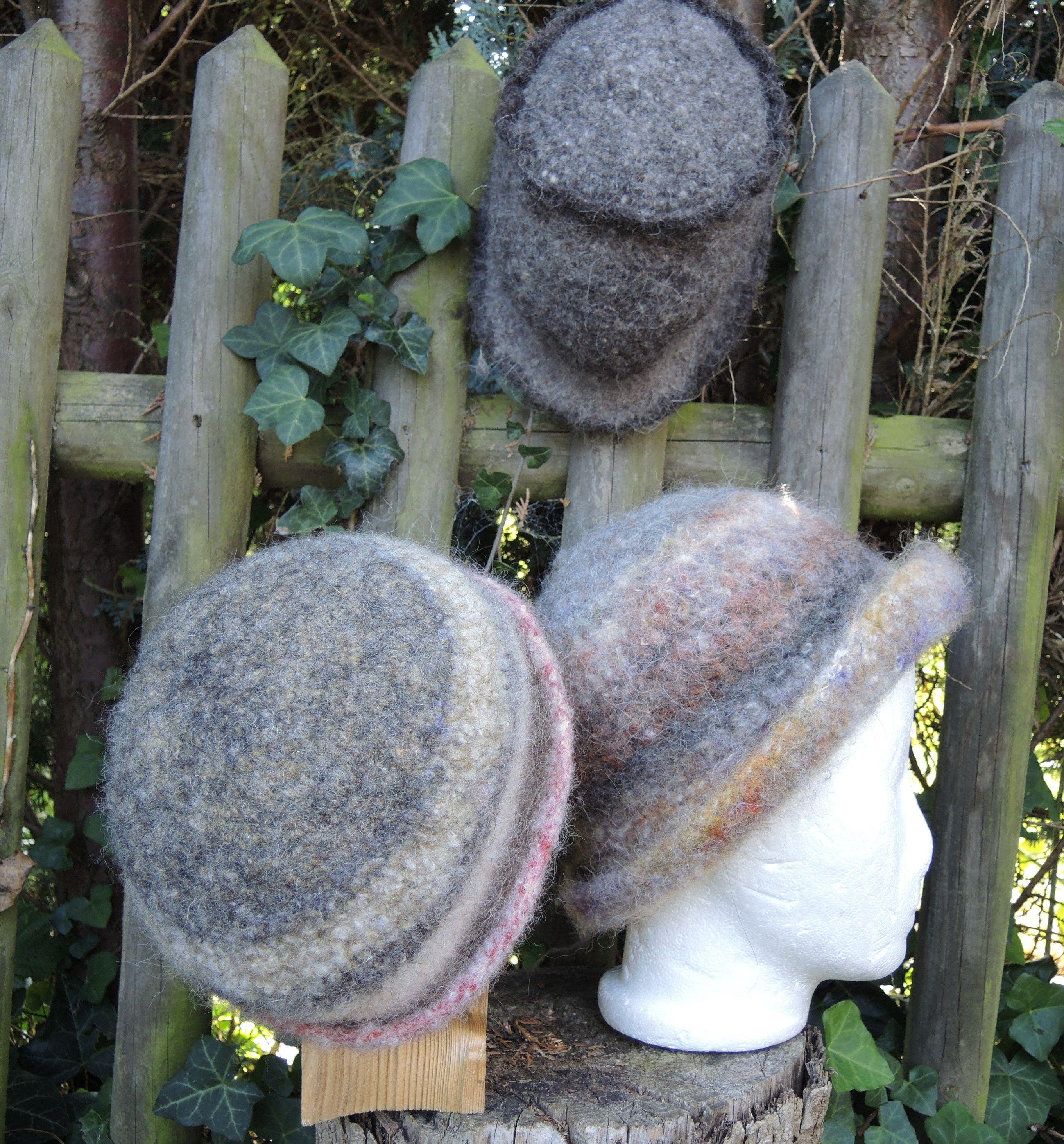 Viel handgesponnene Wollreste habe ich zu einem Hut gehäkelt und dann gefilzt.. Wie ich meine ...