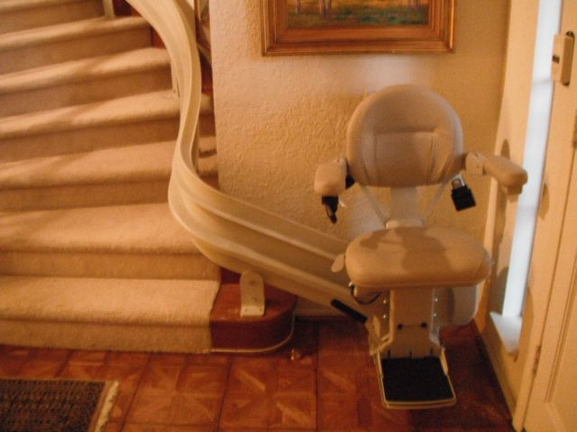 Bruno Electra Ride Iii Curved Stairlift This Is A Spiral 90 With A 90 Degree Park Position At The Bottom Indoor Home Decor Home