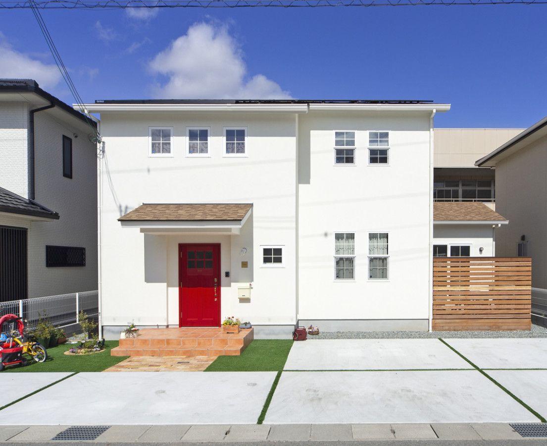 赤い玄関ドアがお出迎え 海外インテリアが映える 大人かわいい