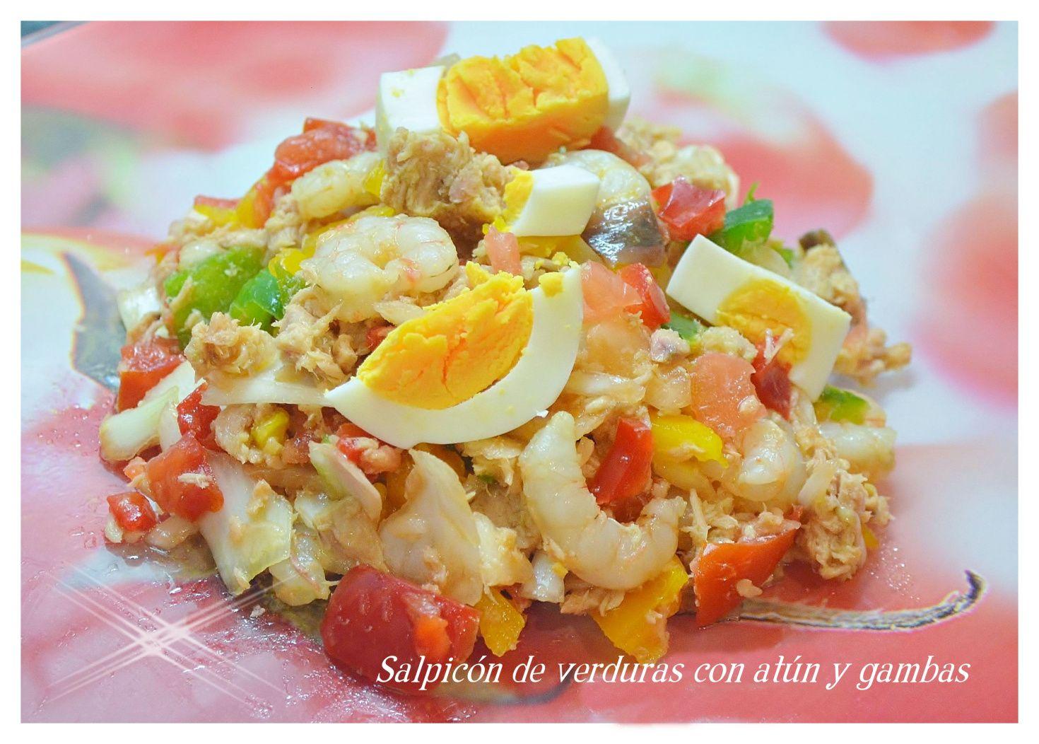 Salpicón de verduras con atún y gambas.
