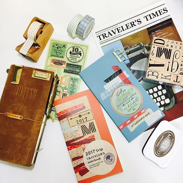 #travelersnotebook #midori #midoritravelersnotebook #travelersnote #planner #weekly #travelerscompany #journal #maskingtape #washitape #classiky #diary #트래블러스노트 #다이어리 #vintagestamp #2017diary #travelerstimes 2017년 준비.