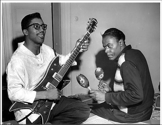 """flavioloco: """" Bo Diddley and Jerome Green, 1958. """"   ギタリスト"""