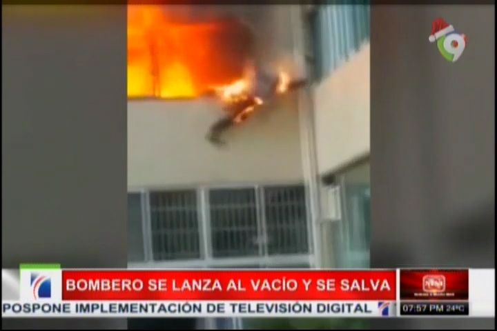 Captado En Video Bombero Se Lanza Envuelto En Llamas Por Una Ventana #Video