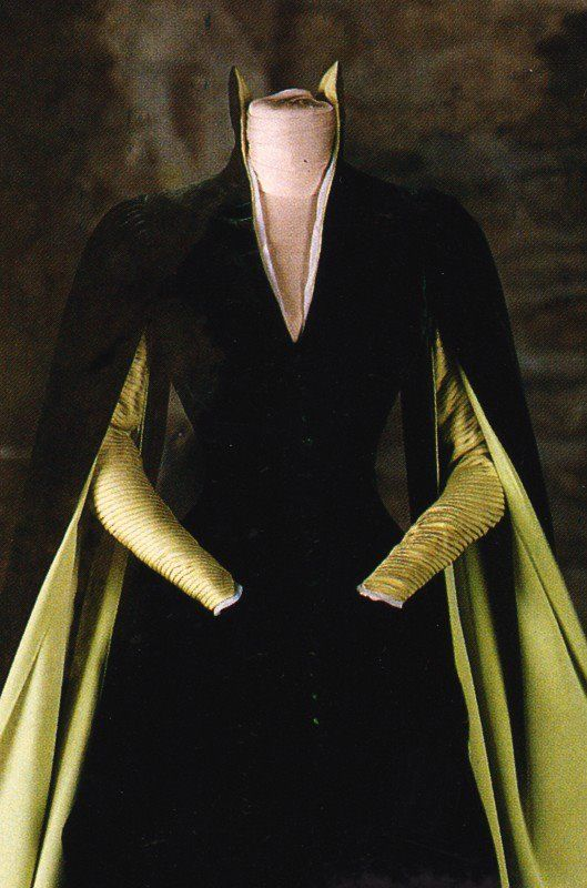 e24e1bb85e95 Mina's dress from Dracula - (This is Victorian so has a different  silhouette due to the corsetry, but the sleeve and collar details could be  suitable for ...