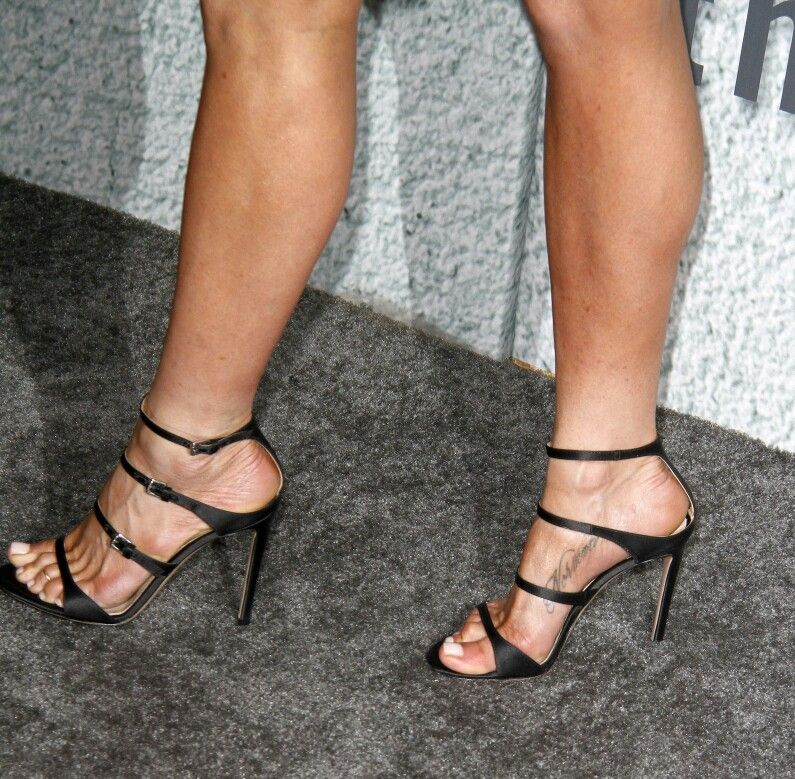Pin by d on jennifer aniston pinterest jennifer aniston legs and female feet - Jennifer aniston barefoot ...