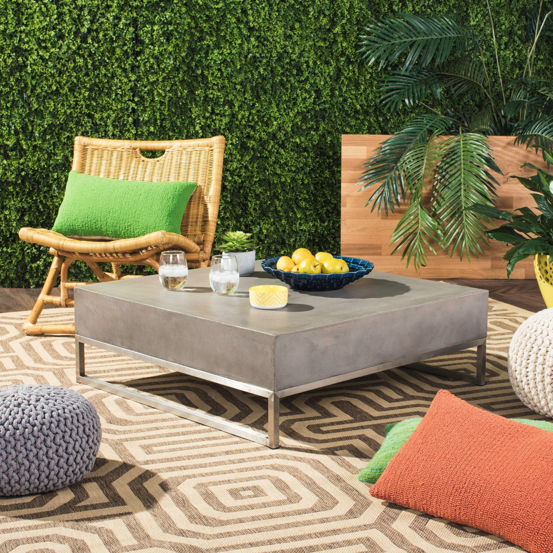 Safavieh Eartha Indoor Outdoor Coffee Table  Vnn1017A