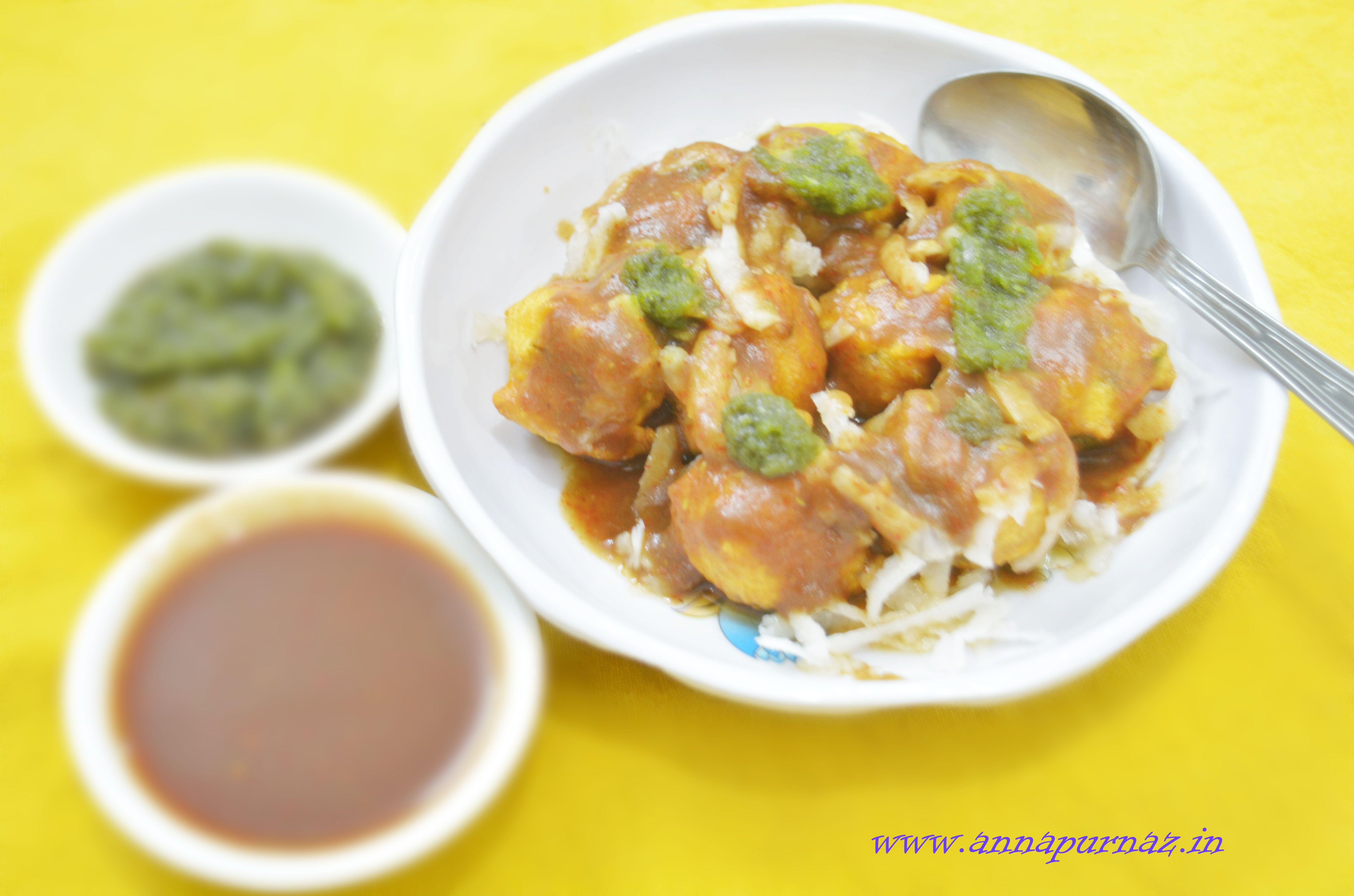 Chatpate Ram Ladoo/ Delhi's Famous Ram Ladoo #streetfood #spicyandtangy #delectable #easyrecipe #moongdalfritters #moongdalpakoras Recipe at :www.annapurnaz.in