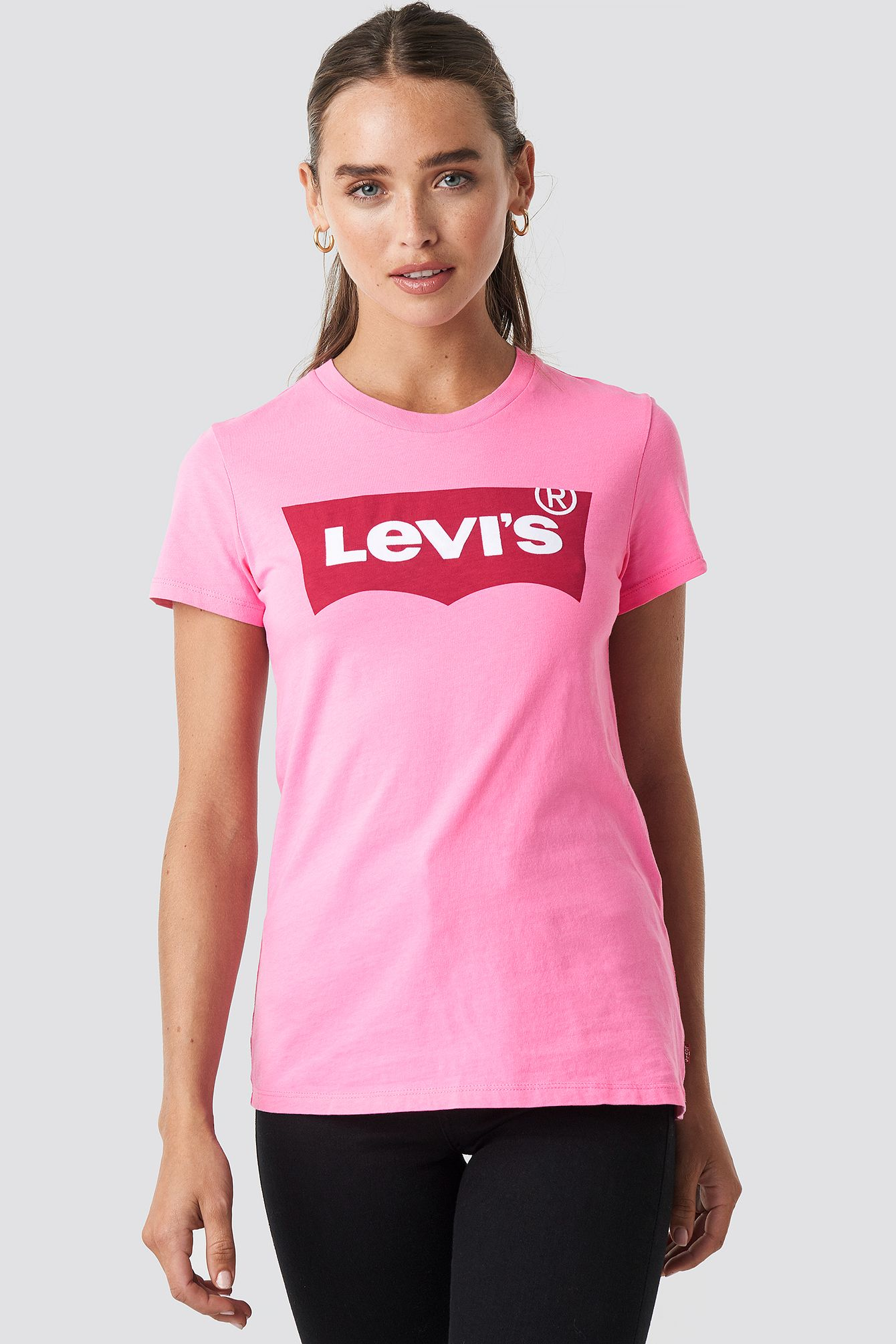 The Perfect Tee in 2020 Black tees, Levi, Kleidung