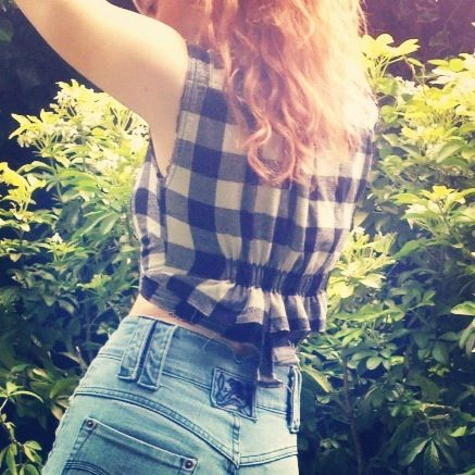 Flannel shirts can make cute crop tops, too!