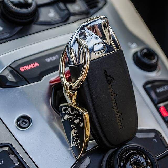 مفتاح السعادة مننشن صديق لك يعشق سيارات لامبورجيني لامبورجيني Super Sport Cars Sport Cars Super Sport