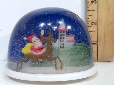 Vintage Christmas Snow Globes.Vintage Christmas Snow Globe Santa Riding A Reindeer