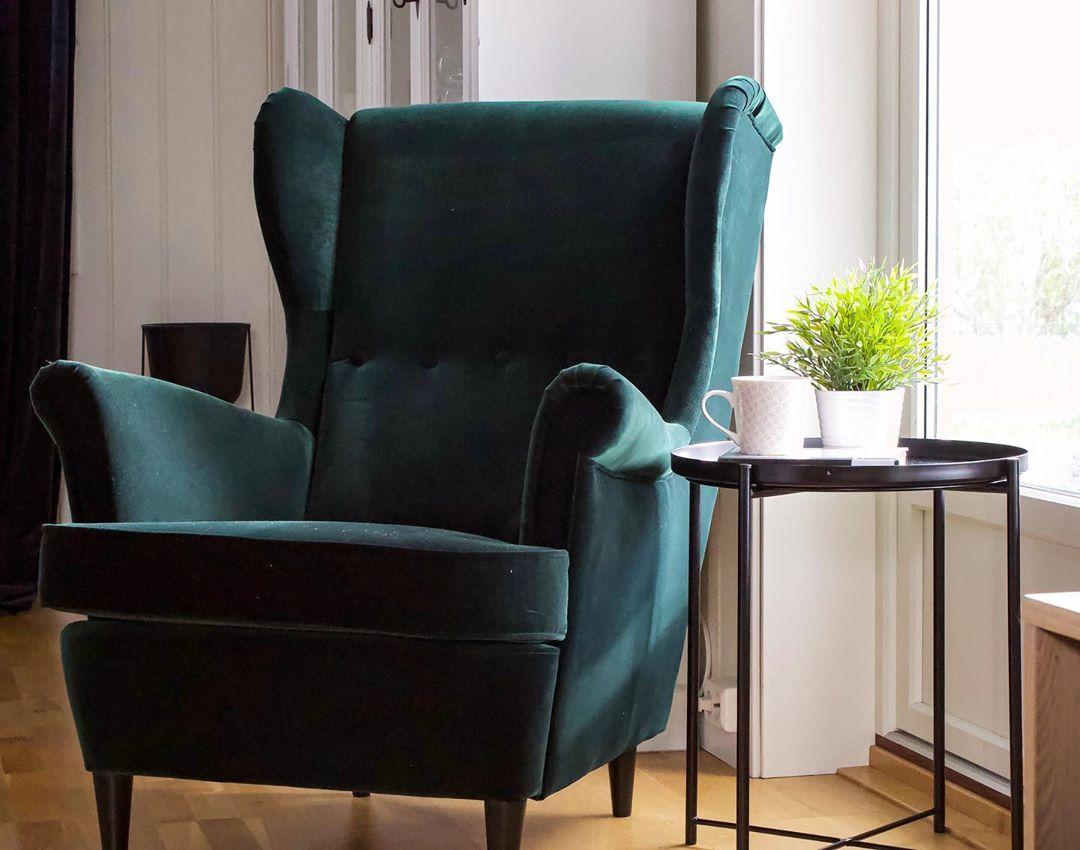 Kaja Jeanette On Instagram Har Fatt Verdens Fineste Stol Hvor Jeg Kan Sitte A Lese Og Nyte Kaffen Min Strandmon Chair Ikea Strandmon Living Room Chairs