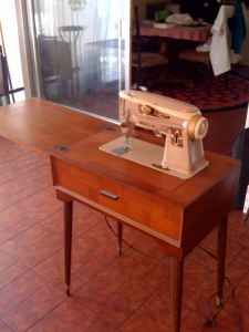Craigslist Miami Finds 9 16 10 Antique Sewing Machines Sewing
