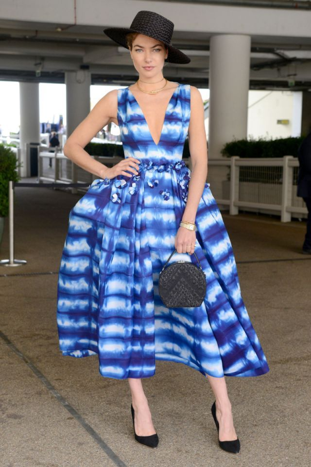 <p>Model Jessica Hart had heads turning in a voluminous striped dress and black accessories. Ascot 2017