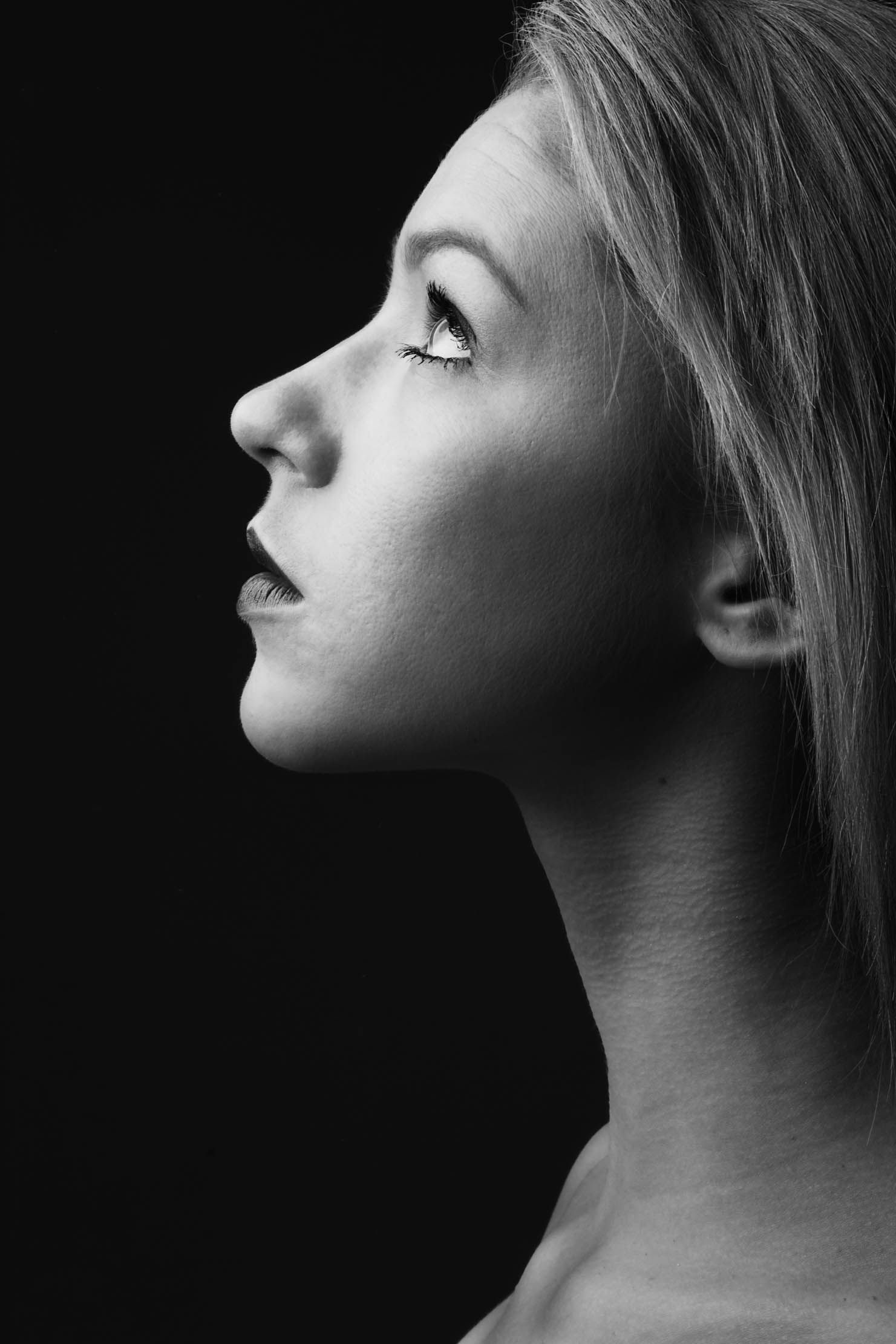 Black And White Portrait-side View Portrait In 2019 Side Profile