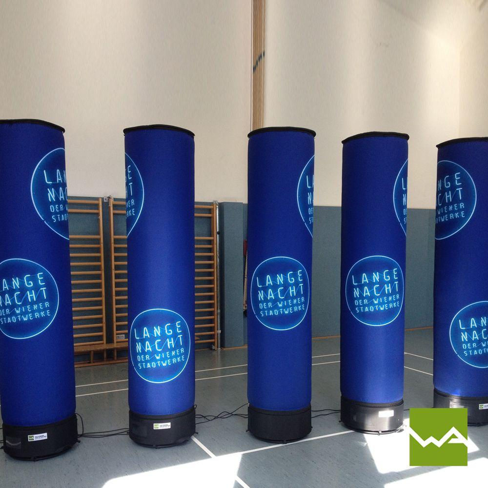 Aufblasbare Werbesäulen für Wiener Stadtwerke von die Werbearchitekten