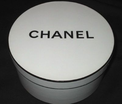 Vintage Chanel 8 Round Hat Box Wlid Mint Condition Miniatures
