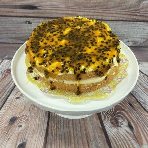 Naked Cake Rezept - Lemon Curd – Passionsfrucht Torte von Bakeria.ch