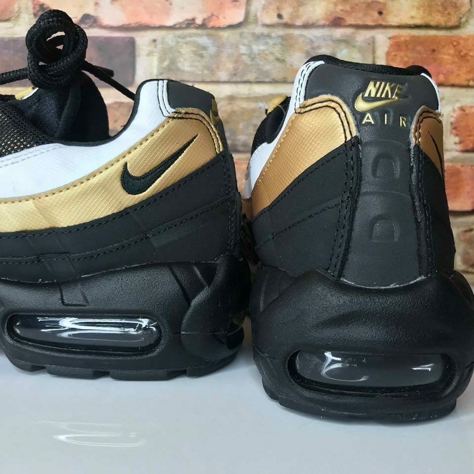 Nike Air Max 95 OG Black//Black-Metallic Gold Men/'s Running Shoes AT2865-002