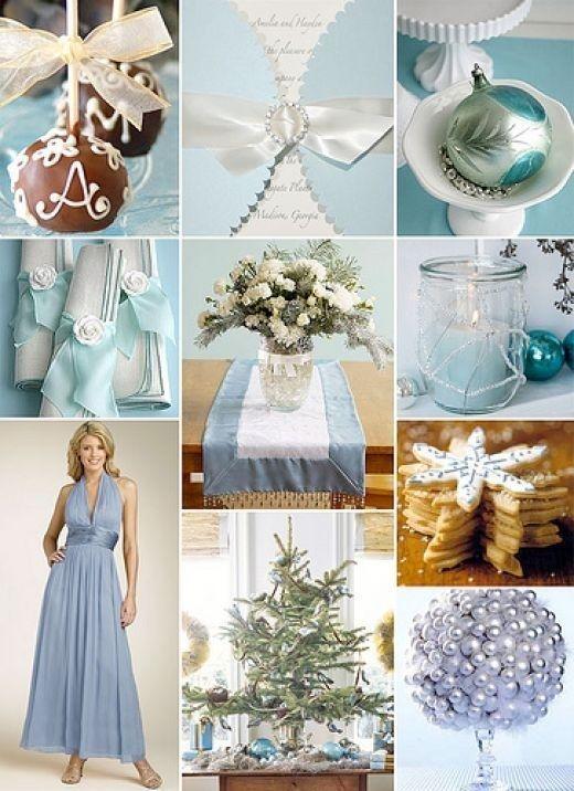 Blauwe kerstballen op de tafels en lichtje