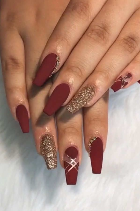 65 Christmas Holiday Coffin Nail Arts In Red And Gold In 2020 Gold Acrylic Nails Red Acrylic Nails Burgundy Nails