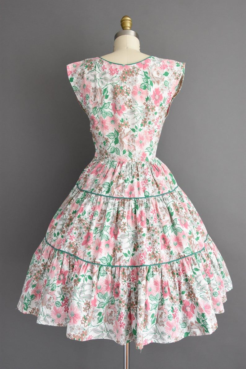 Vintage 1950s Dress Size Small Beautiful Colorful Floral Print White Cotton Full Skirt Day Dress 50s Dress Vintage 1950s Dresses Day Dresses Vintage Dresses [ 1191 x 794 Pixel ]