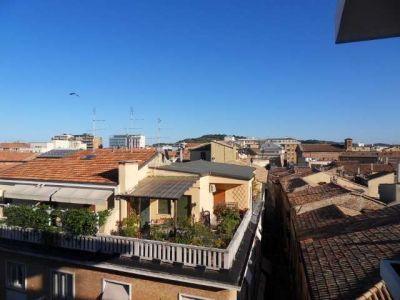 Affitto Appartamento Pesaro. Quadrilocale in via Almerici