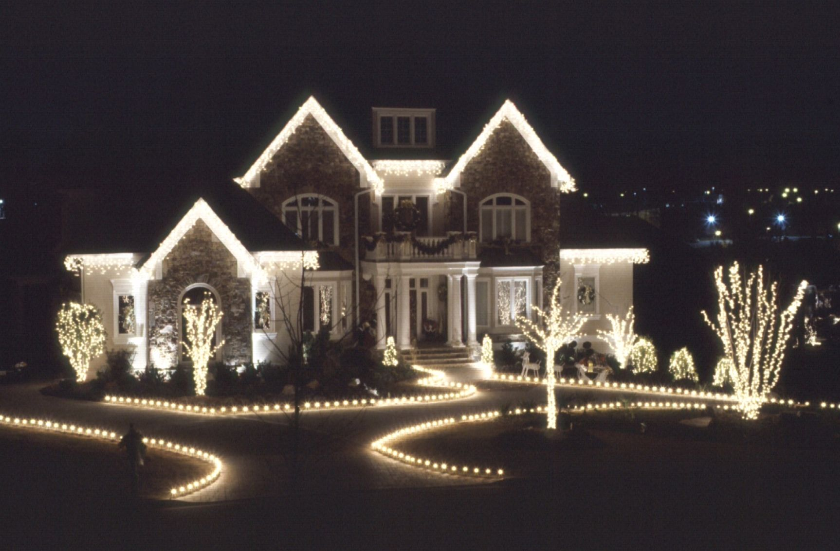 Residential Outdoor Christmas Light Display | standard Christmas ...