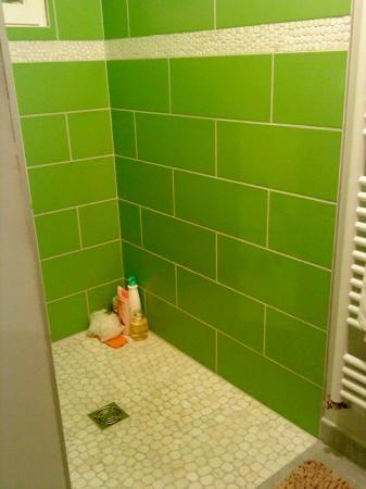 douche l italienne sol de la douche en galet salle de bain. Black Bedroom Furniture Sets. Home Design Ideas