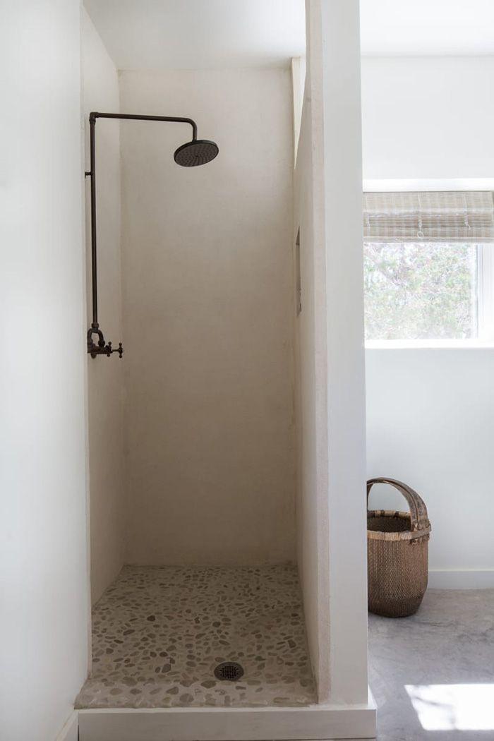 Una moderna casa rústica en blanco total, madera y con mucho encanto