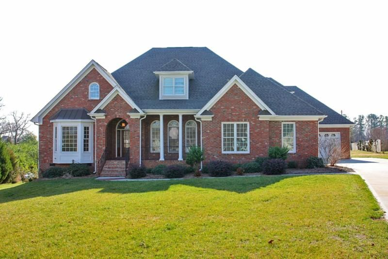 Pictures of brick ranch style houses house and home design for Ranch style brick homes