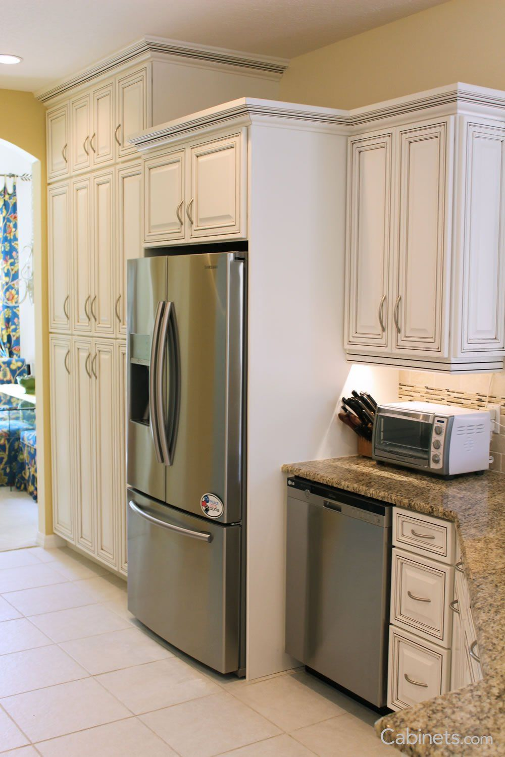 Traditional White Kitchen With Chocolate Glaze Online Kitchen Cabinets Discount Kitchen Cabinets White Kitchen Traditional