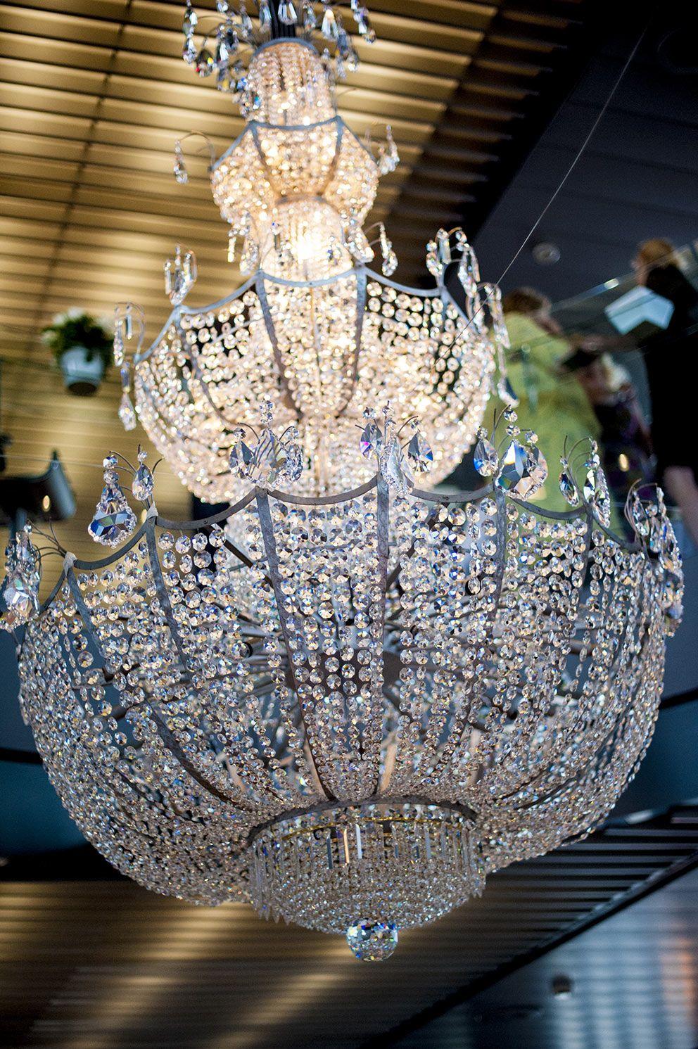 Queen Elizabeth Chandeliers To Die For Pty Ltd Empire