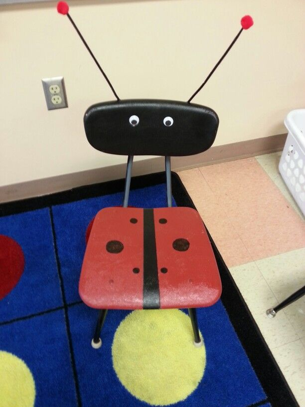 Lady Bug Chair. Red & black spray paint, 2 googly eyes, 2 black pipe cleaners, 2 red pom pons, & hot glue. Creative seat for Read to Self time!