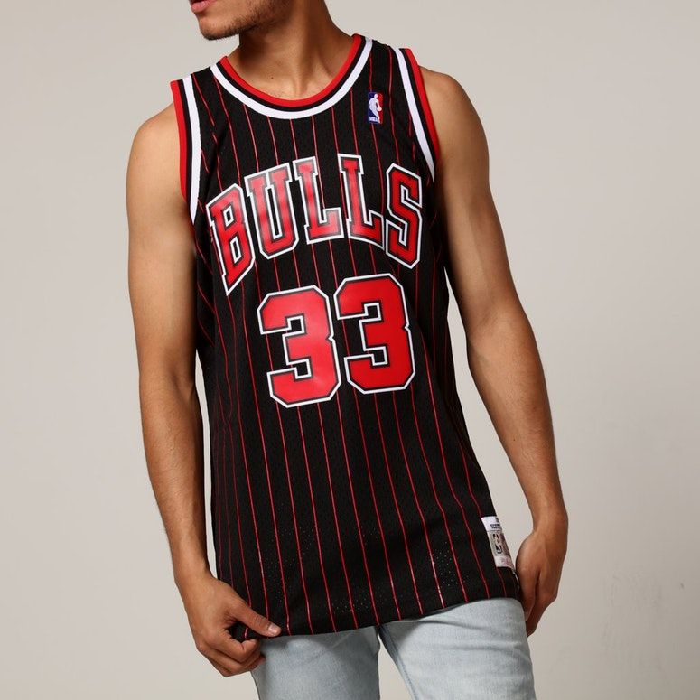 huge selection of 43c8a e874c Mitchell & Ness Chicago Bulls Scottie Pippen #33 NBA Jersey ...